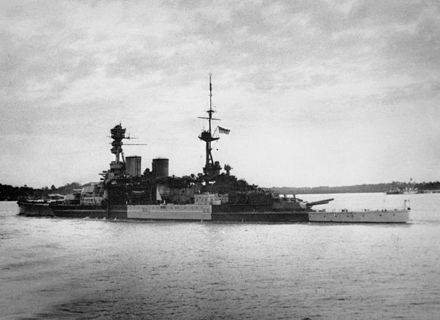 HMS Repulse leaving Singapore on 8 December 1941 HMS Repulse leaving Singapore.jpg