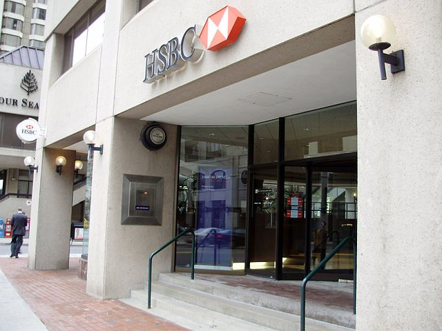 HSBC branch By GTD Aquitaine at en.wikipedia (self-made Transferred from en.wikipedia) [Public domain], via Wikimedia Commons