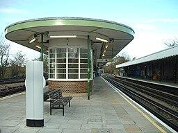 Hainault tube station platforms 2&3 look north