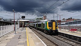 Harrow and Wealdstone station MMB 08C 350121.jpg