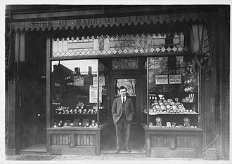 Henry's (electronics retailer) - Image: Harry Stein Close up of Original Store