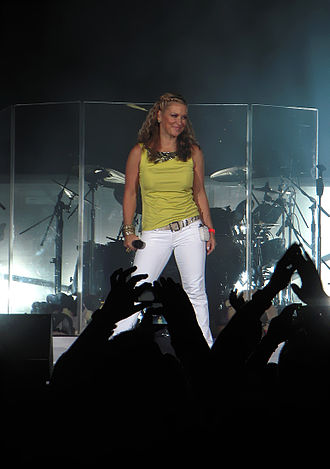 Anastacia - Anastacia performing live in 2009