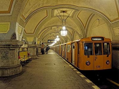 15px Subway U3 station: Heidelberger Platz