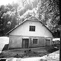 Hiša z zadnje strani, Medvedica 1948.jpg