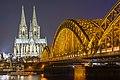 Hohenzollernbrücke und Kölner Dom - panoramio (1).jpg