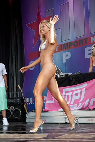 Swimsuit competition - Image: Hot Import Nights bikini contest 32