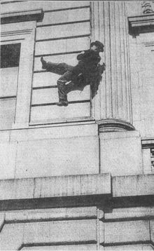 Human Fly crawls up walls of Camden NJ Courthouse cropped Feb 10 1915.png