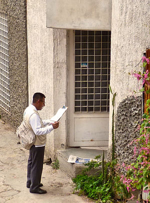 National Institute of Statistics and Geography (Mexico) - An INEGI employee going door-to-door gathering Census information in Oaxaca de Juárez.