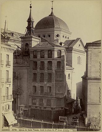 Convento de Santo Tomás (Madrid) - View from Plaza de Santa Cruz, by J. Laurent (c. 1870.); Biblioteca Nacional de España. Also shows the Café de Santa Cruz, a café established on the ground floor of the convent.