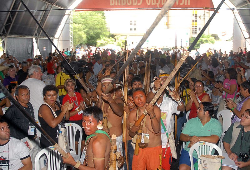 File:Indian protesters from Vale do Javarí in Belém 2009-1530FP8771.jpg
