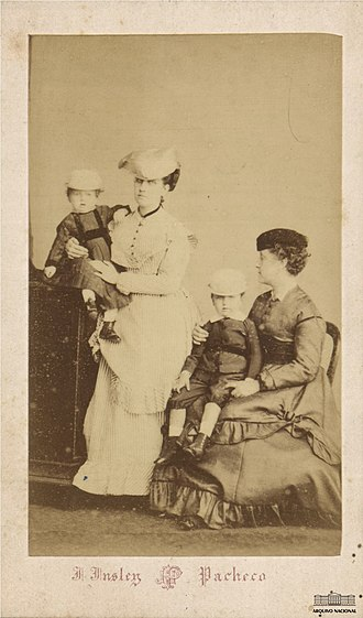 Prince August Leopold of Saxe-Coburg and Gotha - August's mother (standing), holding him, and aunt Isabel (seated), holding his brother Peter August (Rio de Janeiro, 1866)