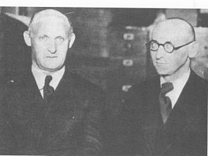 Isaac Bashevis Singer - Isaac (right) with his brother Israel Joshua Singer (1930s)