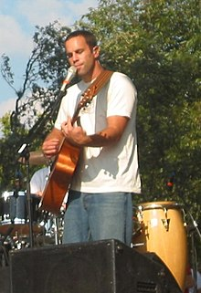 Jack Johnson actuant a l'Austin City Limits Festival 2004.
