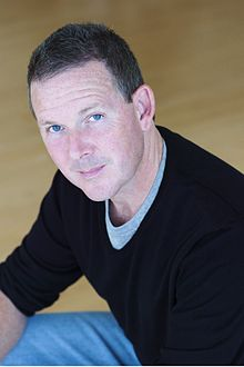 Description de l'image  John Logan headshot color 2009.jpg.