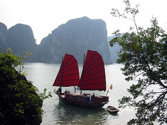 Hạ Long - Image: Junk Halong Bay Vietnam