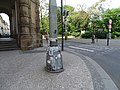 Karlovo náměstí, lampa s tlustou paticí.jpg