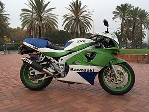 Kawasaki Ninja ZX-7R - 1989 ZXR-750 tubes that appear to be ram-air, just cooled top of engine.