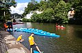 Kayaks à Anseremme à l'arrivée de la descente de la Lesse.jpg