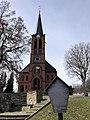 Kirche Dorfchemnitz (Zwönitz) mit Infotafel.jpg