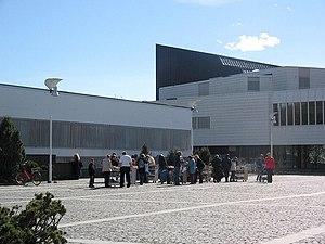 Aalto Center - Image: Kirjakauppaa Seinajoen Aaltokeskuksen Kansalaistorilla