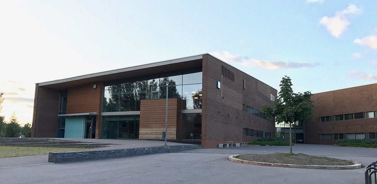 File Kirkkojarven Koulu Espoo Jpg Wikimedia Commons