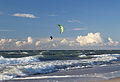 Kiting on the sea (15020793161).jpg