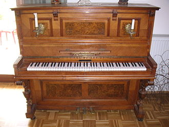 August Forster upright piano Klavier nah offen.jpg