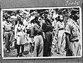 Koeningan Onder de TNI. troepen, die zich te Koeningan melden voor evacuatie, b, Bestanddeelnr 902-6065.jpg