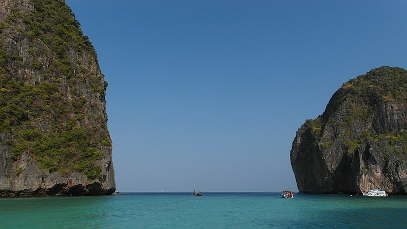 File:Koh Phi-Phi, Maya Bay, 2013 march - panoramio.jpg