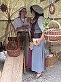 Korbflechterinnen beim Mittelalter Markt - panoramio.jpg