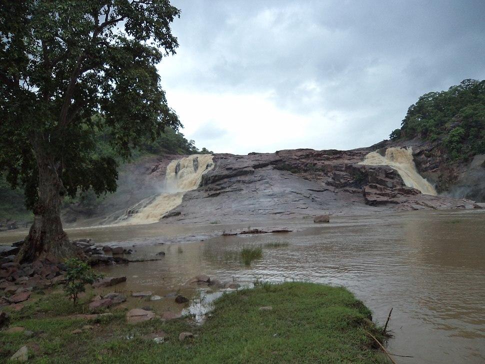Kuntala waterfalla, both streams