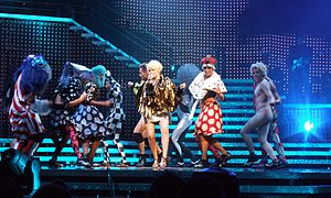 """Shocked - Minogue and her dancers performing """"Shocked"""" during Showgirl: The Homecoming Tour (2006)."""