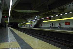 Humberto I (Buenos Aires Underground) - Image: Línea H, andenes de la estación Humberto 1º 01 (Buenos Aires, noviembre 2008)