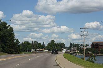 Minocqua, Wisconsin - Image: Lake Minocqua Wisconsin Bridge in the Island City