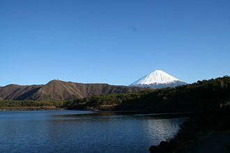Saiko Lake - Image: Lake Sai from west end with Mount Fuji