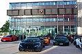 Lamborghinis vor der Motorworld Böblingen, Außenansichten 09.jpg