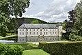 Le château de Rouillons et ses douves dans un cadre champêtre (29055663116).jpg