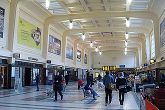 Leeds railway station - The North Concourse (Wellington Quarter) by William Henry Hamlyn dating from 1937/38 – The shops on the right were previously platform entrances
