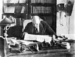 Lénine président du Conseil des commissaires du peuple, au Kremlin en 1918.