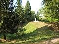 Les entonnoirs de Leintrey - Vue sur un entonnoir et le monument - 001.jpg
