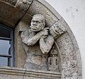 Linden-Museum Portal Figur rechts.jpg