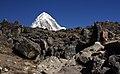 Lobuche to Gorak Shep-40-Pass-Traegerin-Pumori-2007-gje.jpg