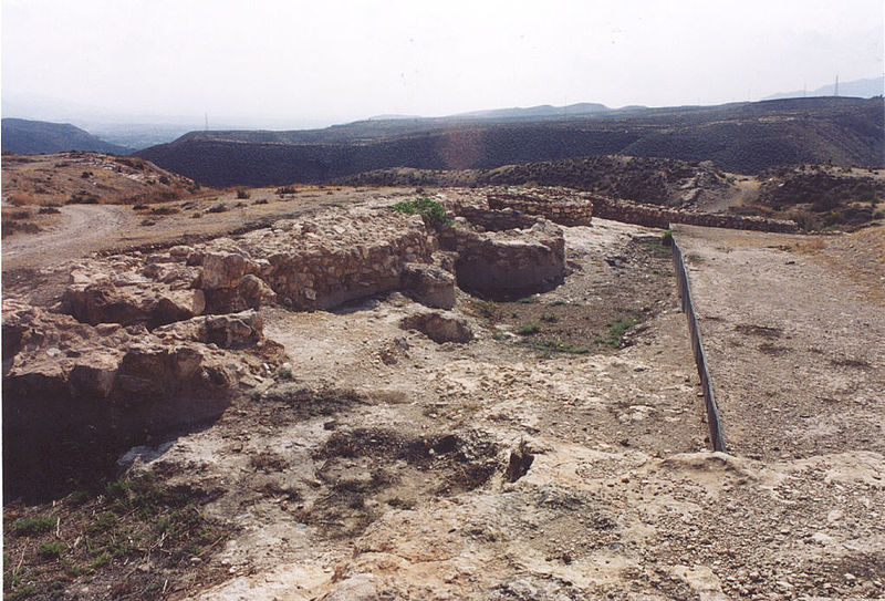 https://upload.wikimedia.org/wikipedia/commons/thumb/a/a5/Los_Millares_Muralla2.jpg/800px-Los_Millares_Muralla2.jpg