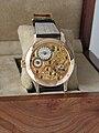 Louis George Armband-Uhr Ref. No.8945 Rückseite mit Meistergravur.jpg