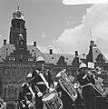 Lunchconcert door Engels muziekkorps op het Stadhuisplein Rotterdam, Bestanddeelnr 917-8080.jpg
