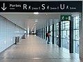 Lyon Saint-Exupéry - accès aux portes R, S, U du terminal 2.jpg