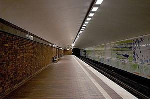 Mälarhöjden - The platform of the metro station