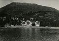 Møllendal asyl sett fra Store Lungegårdsvann, Bergen. Ukjent fotograf og ukjent år.jpg