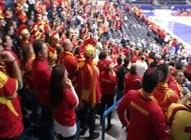 File:Makedonski navijači.ogv