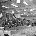 Mannen in jacquets zittend op een podium, rechts van de lege stoel Albert van Ab, Bestanddeelnr 255-8446.jpg